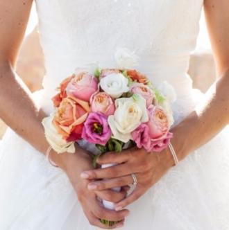 Bouquet rond de mariée sur le thème